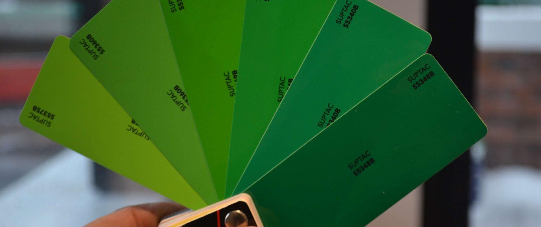 enseigne en adhésif vert